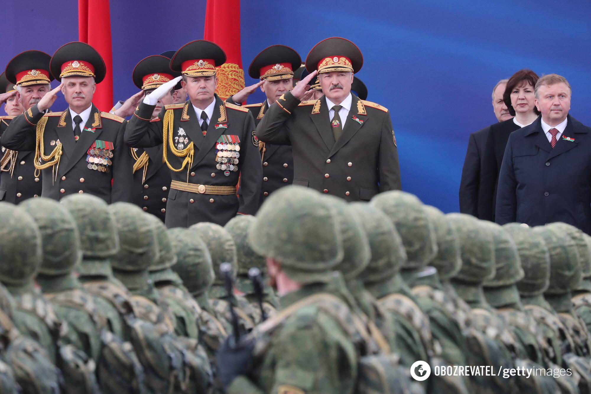 Олександр Лукашенко на військовому параді