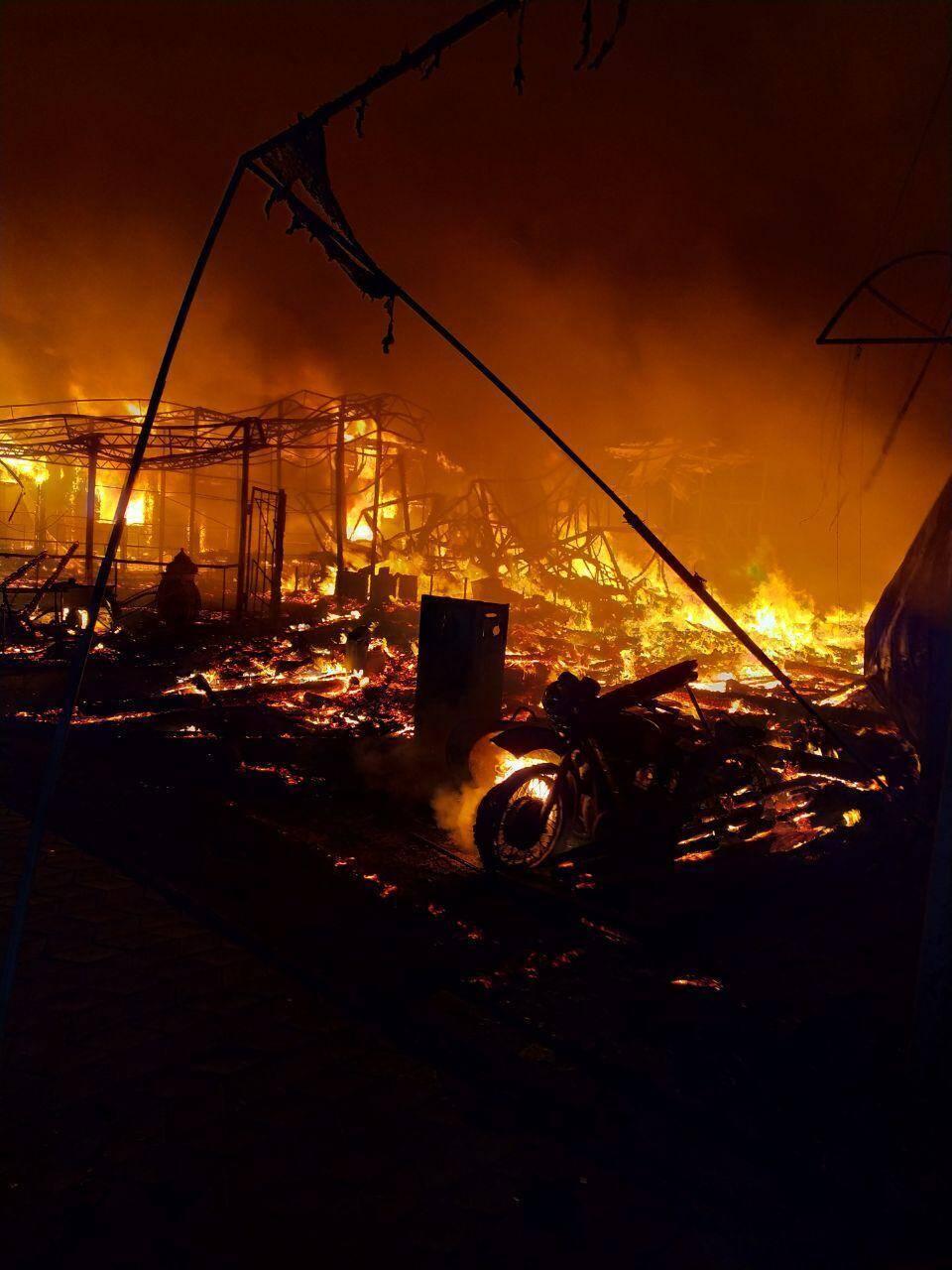 Пожар в Затоке уничтожил две гостиницы и кафе