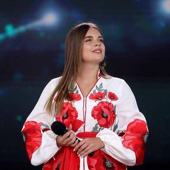 """Еліна Іващенко виконала на """"Слов'янському базарі"""" пісню """"Ой, у вишневому саду"""" (Telegram-канал Eurovision Ukraine)"""
