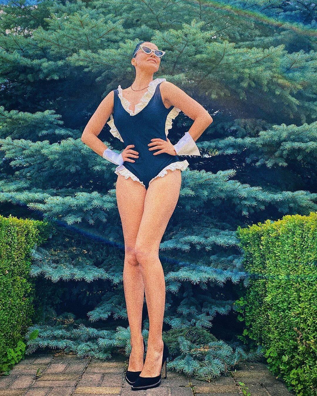 Астафьева похвасталась фигурой в купальнике