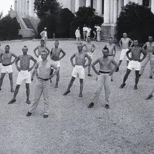 Обов'язкова ранкова зарядка в санаторії Лівадія. Крим, 1925 рік (фото – nv.ua)