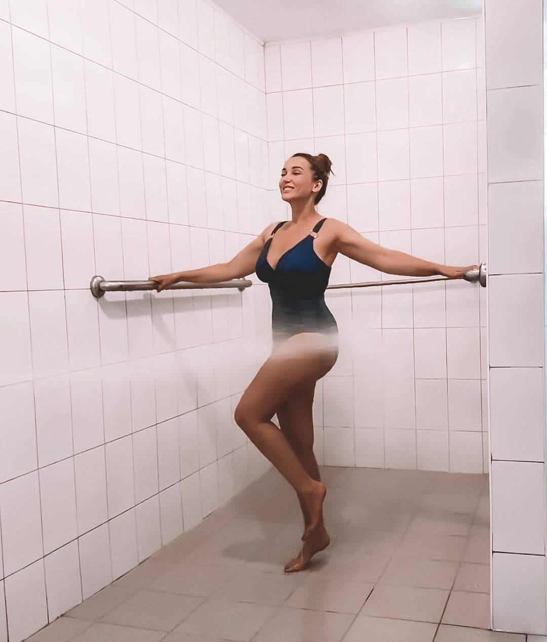 Анфиса Чехова в откровенном купальнике (Instagram Анфисы Чеховой)