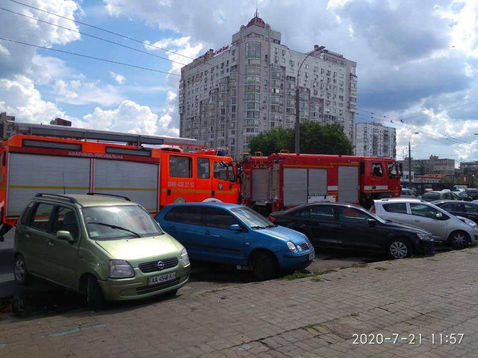 """У Києві трапився вибух біля станції метро """"Мінська"""""""