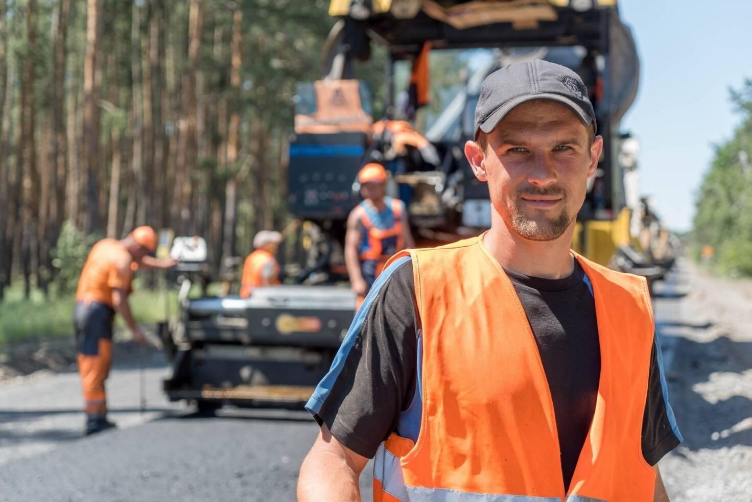 """Обличчя """"Великого будівництва"""": опубліковано фото людей, які відбудовують інфраструктуру країни"""