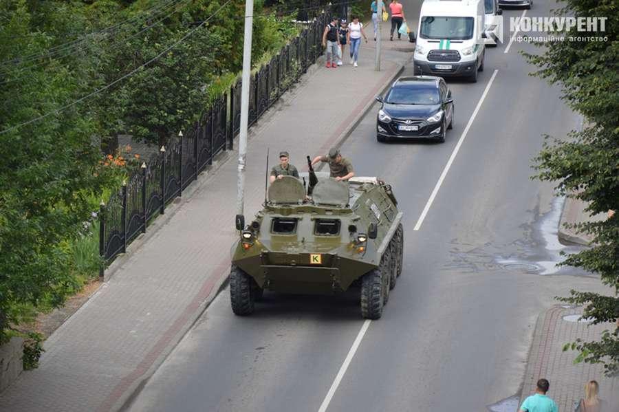БТР на месте захвата заложников в Луцке