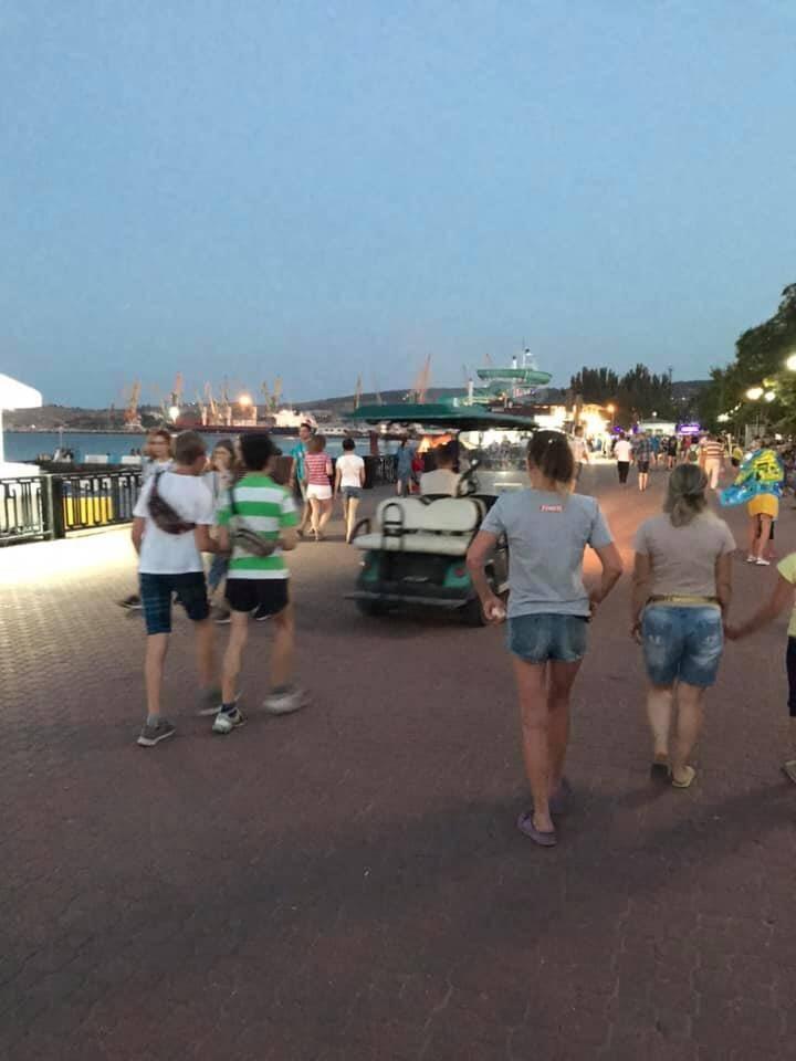 Горный пожаловался на электротранспорт на набережной в Феодосии