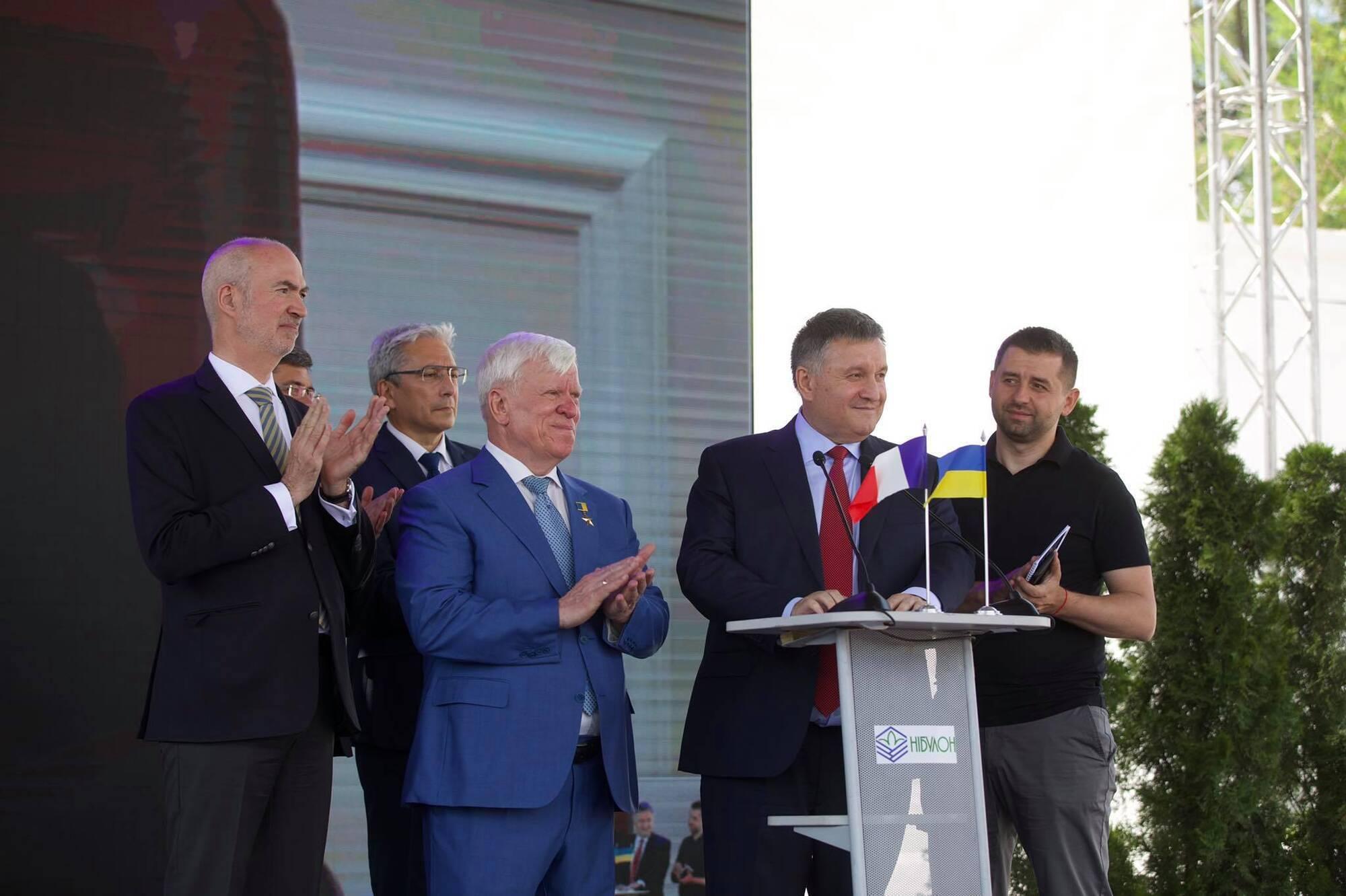 """Аваков на території заводу """"Нібулон""""."""