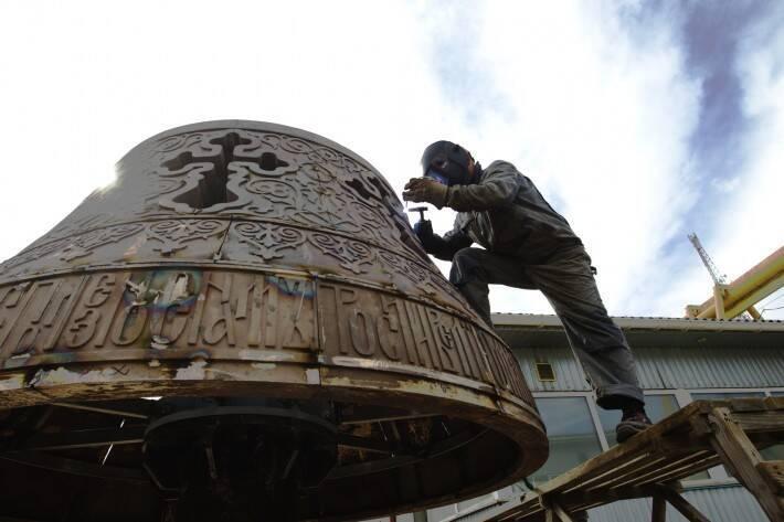 У Києвістворюють скульптуру архістратига Михаїла для нового фонтану: Кличко показав відео