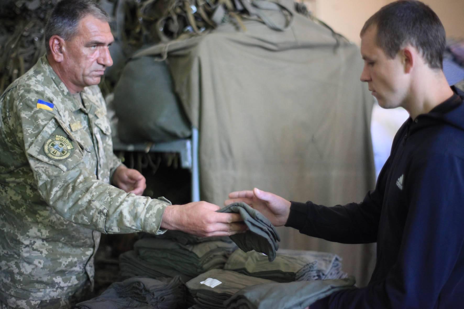 До 20 років служба в армії в Україні добровільна