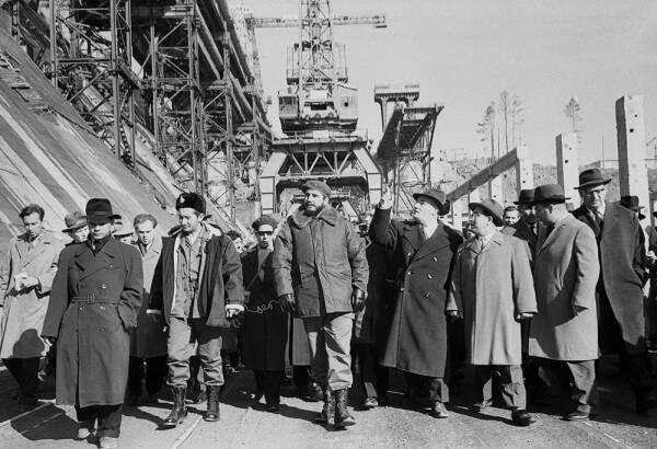 Фидель Кастро на строительной площадке Братской ГЭС, Иркутская область России