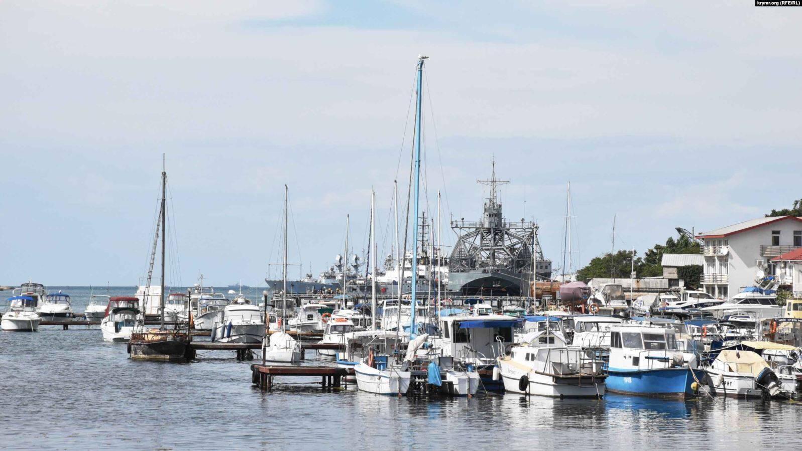 Стоянка яхт, яликов и рыбацких лодок