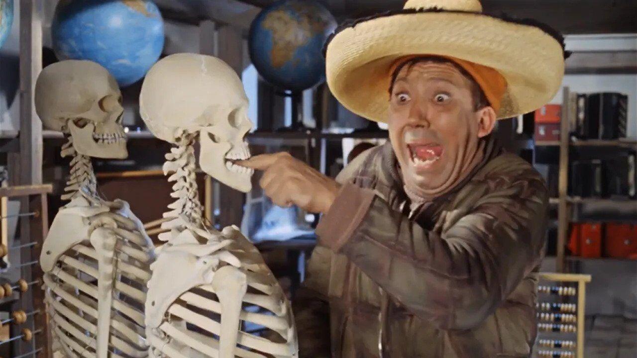 Сцена Никулина со скелетом
