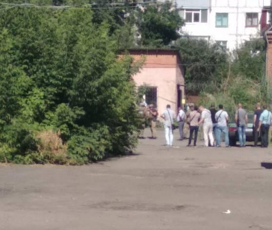 В Полтаве мужчина угрожает взорвать себя вместе с полицейским