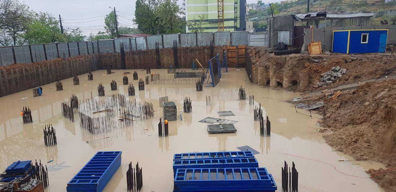 """Последствия дождя на строительстве """"GRAF у моря"""""""