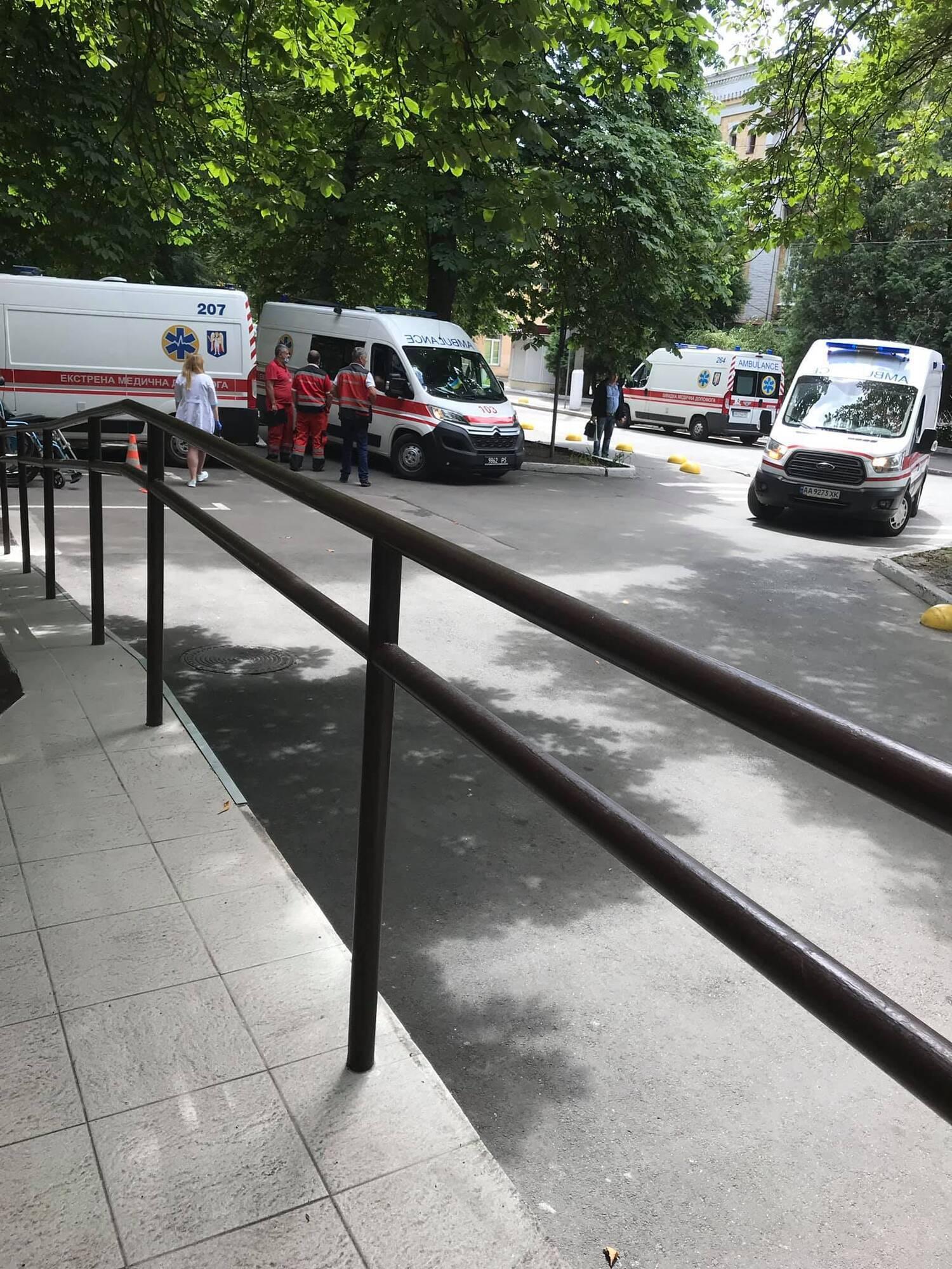 Швидкі доправили українських бійців на лікування