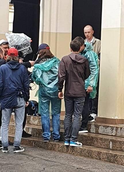 Старший сын Андрея Панина Александр на съемках фильма (справа)