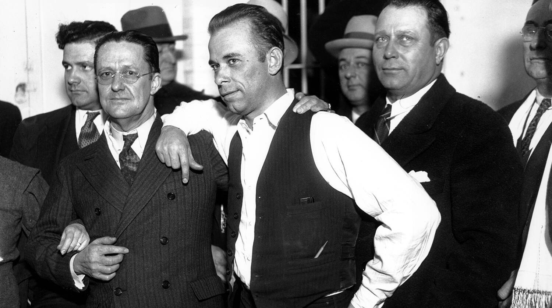 Самый легендарный гангстер США, тело которого выставляли на показ в морге, мог выжить: загадочная история