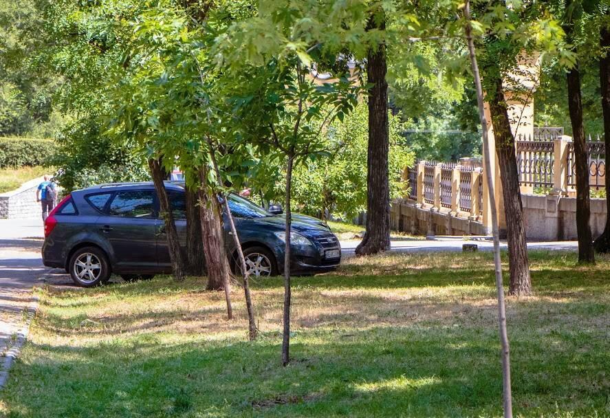 У Дніпрі інспектори з паркування провели роз'яснювальну роботу з водіями-порушниками ПДР