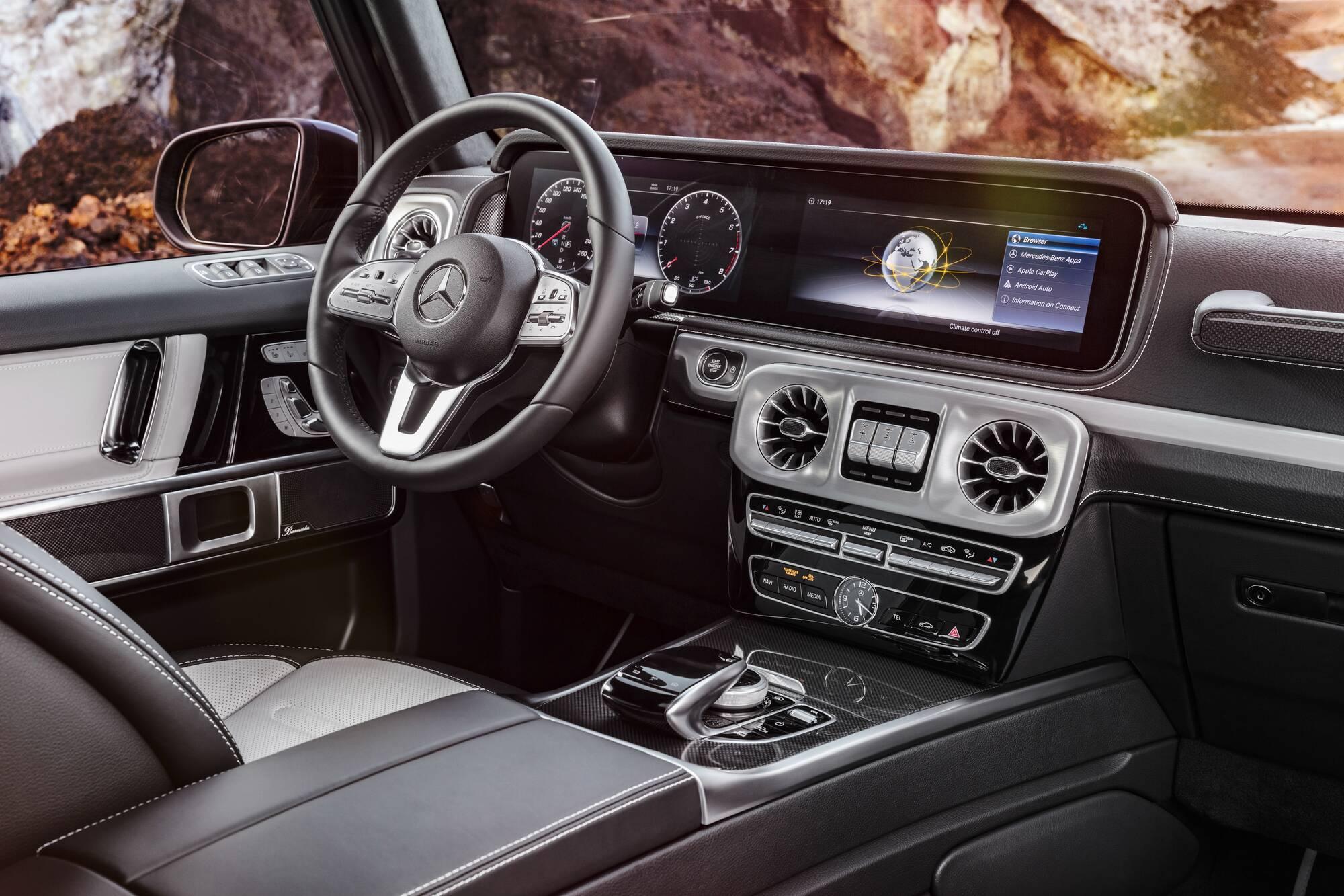 Інтер'єр сучасного Mercedes-Benz G-Class. фото: