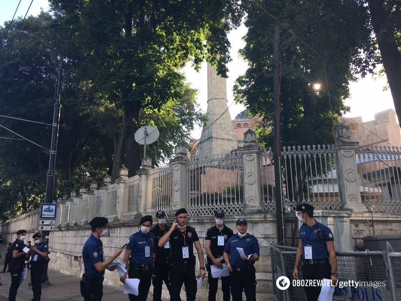 Полиция собралась у Айя-Софья