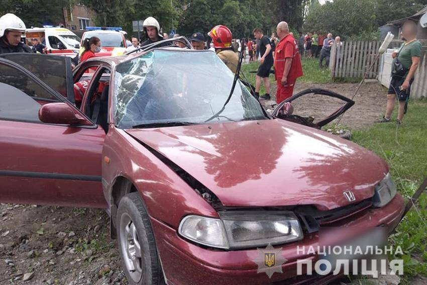 У Кам'янці-Подільському Honda Accord зіткнулася зі швидкою допомогою