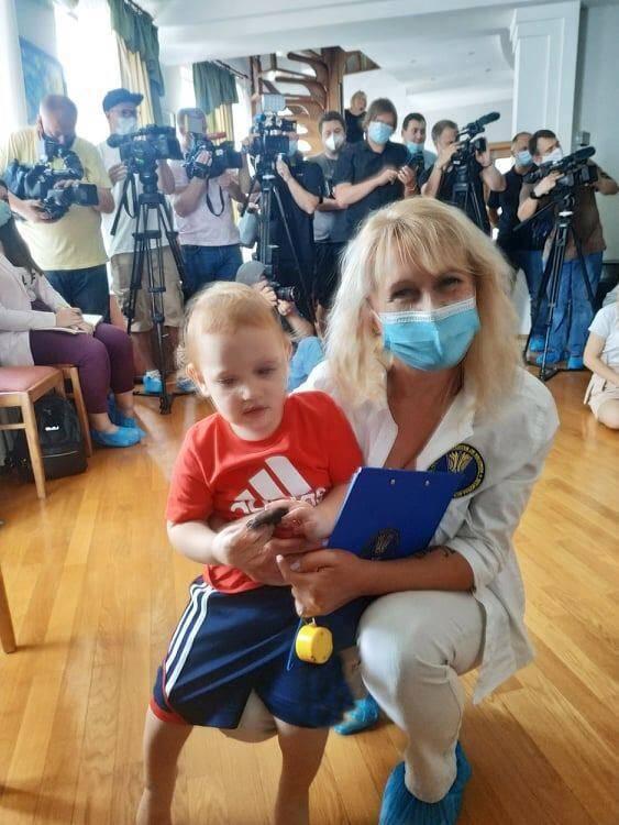 Однорічний хлопчик з Києва побив рекорд України, зробивши 430 вправ на прес