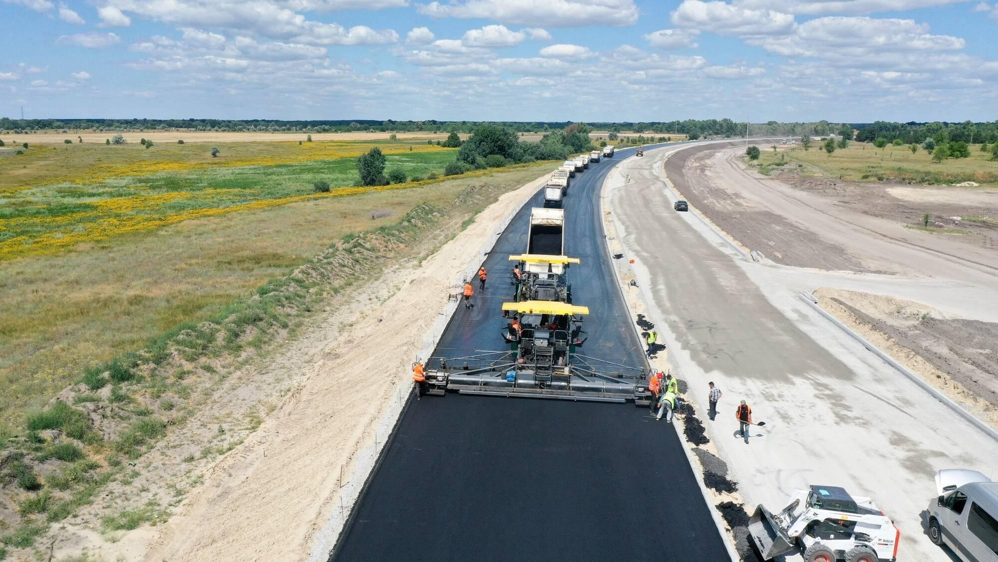 """Фото строительства трассы, которая """"сшивает"""" Украину"""