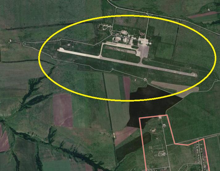 Военная техника обнаружена на взлетно-посадочной полосе.