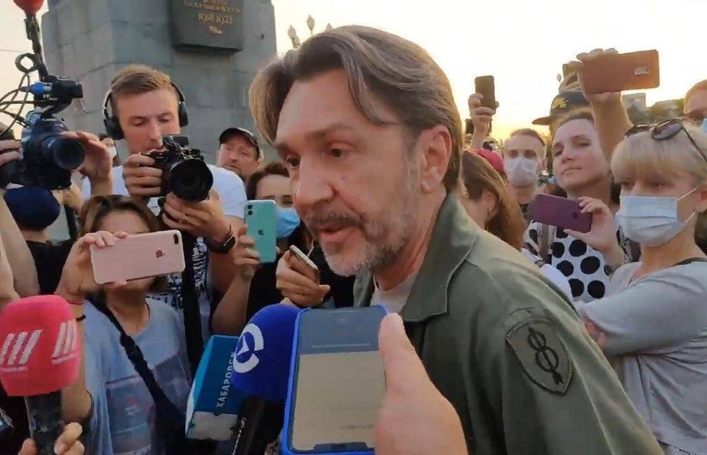 Сергей Шнуров приехал на встречу с митингующими в Хабаровске
