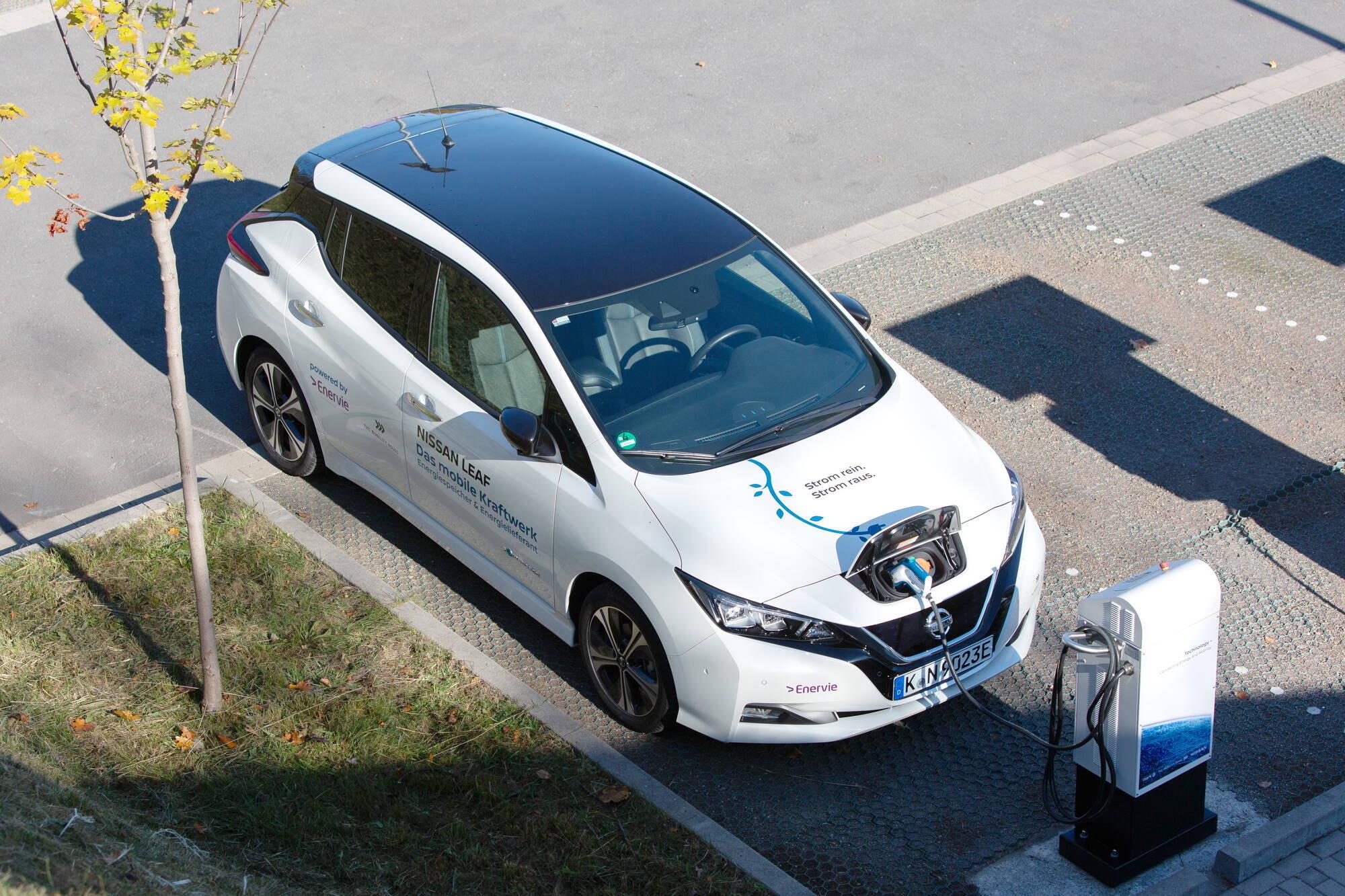 Nissan Leaf використовує роз'єм для зарядки Chademo. Фото: