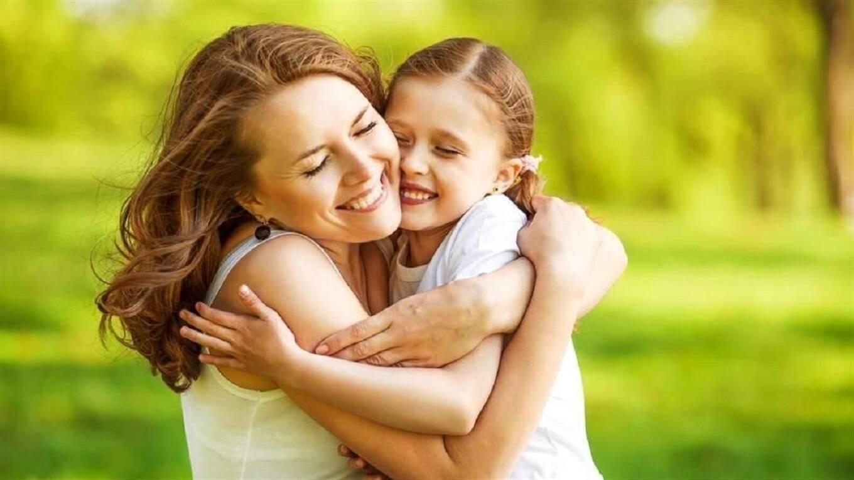 Психолог рассказала, почему людям важно обниматься