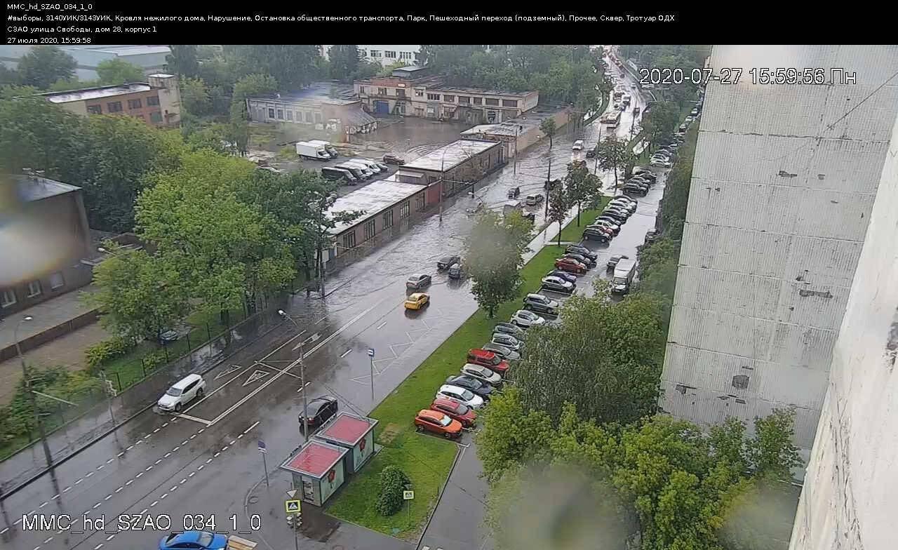На севере российской столицы Москвы дождь затопил несколько районов