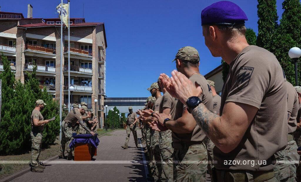 """9 июля на гарнизоне """"Азова"""" состоялось торжественное награждение около 60-ти бойцов подразделения. Отличия личному составу вручил заместитель командующего Объединенных сил генерал-майор Виктор Ганущак"""