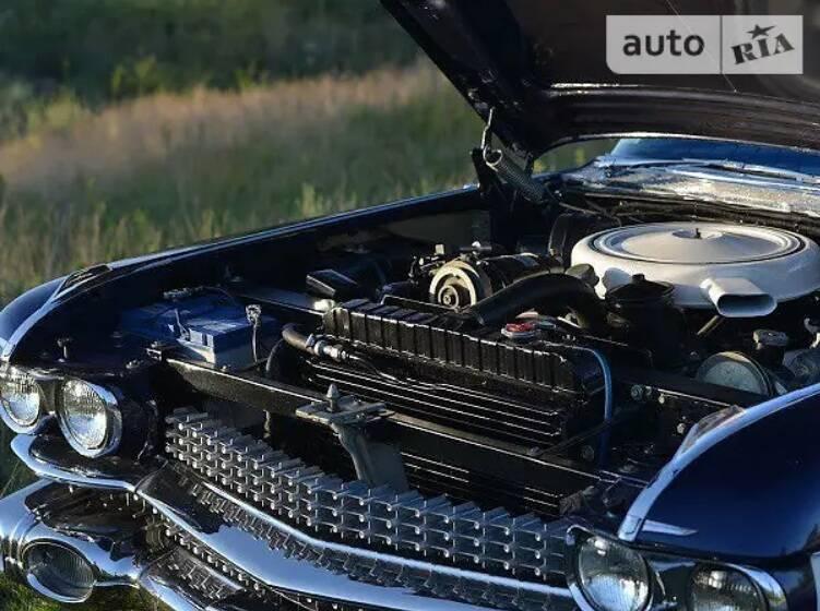 Під капотом Кадиллак – V8 об'ємом 6,4 л потужністю 340 к.с.