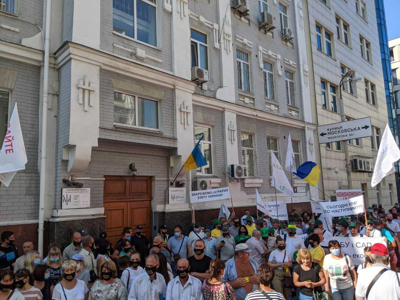 """Працівники """"Укрлендфармінгу"""" зажадали від ВАКС зупинити терор проти компанії"""