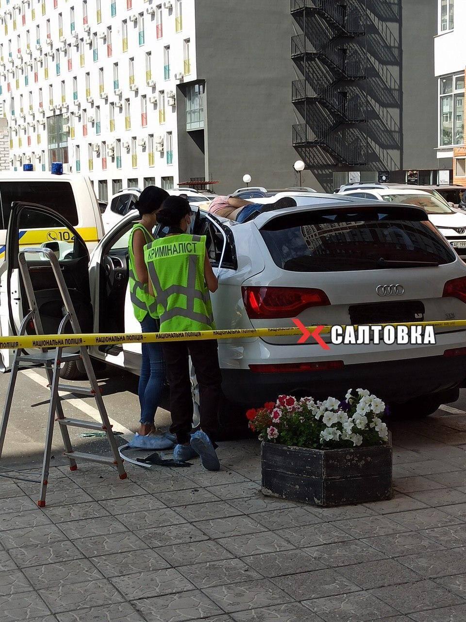 Криминалисты рассматривают версию падения с 22-го этажа