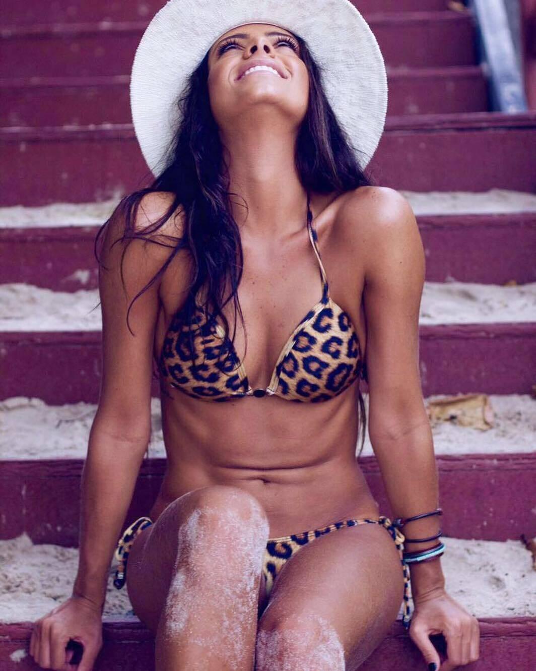 Лума Симойнш в леопардовом купальнике