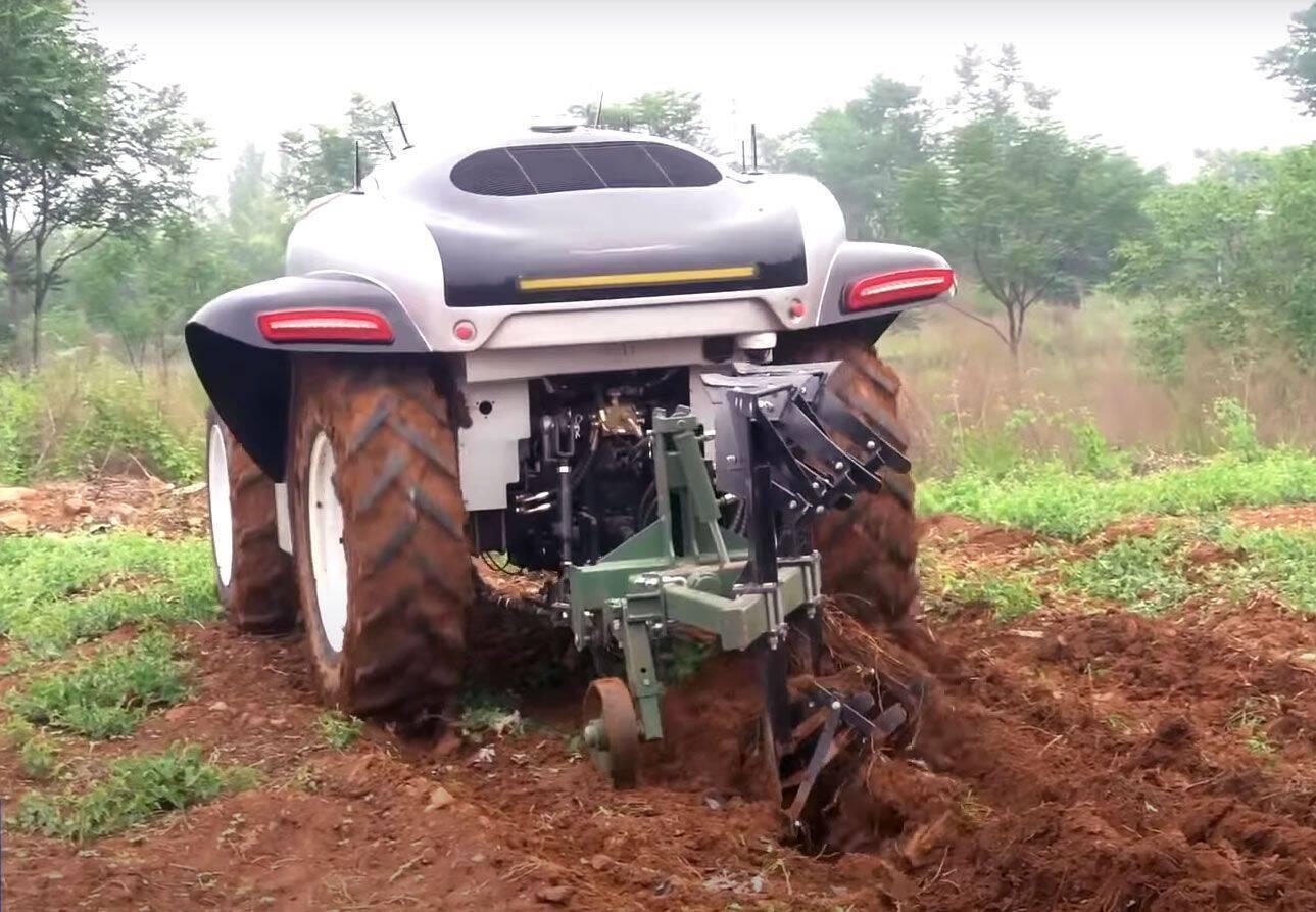 Электрический трактор с 5G.