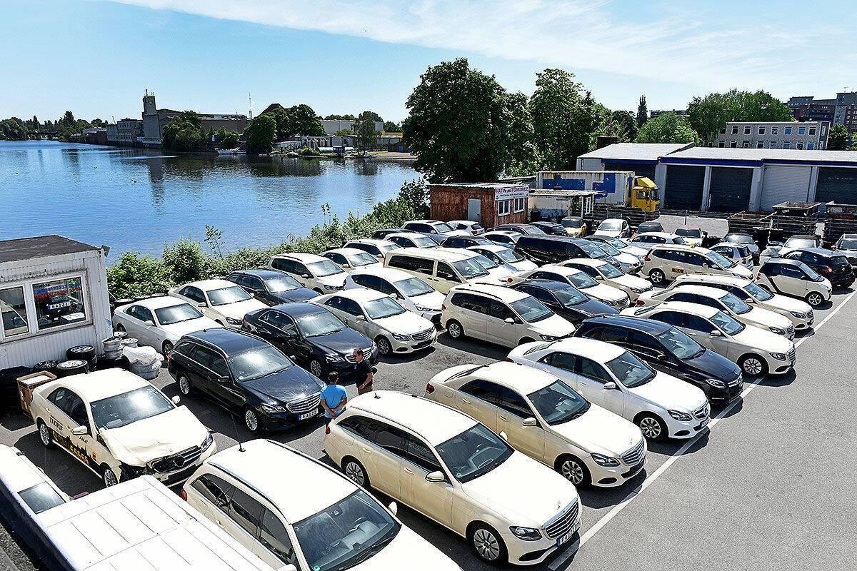 Дешеві вживані авто з таксі Німеччини: що вони собою являють