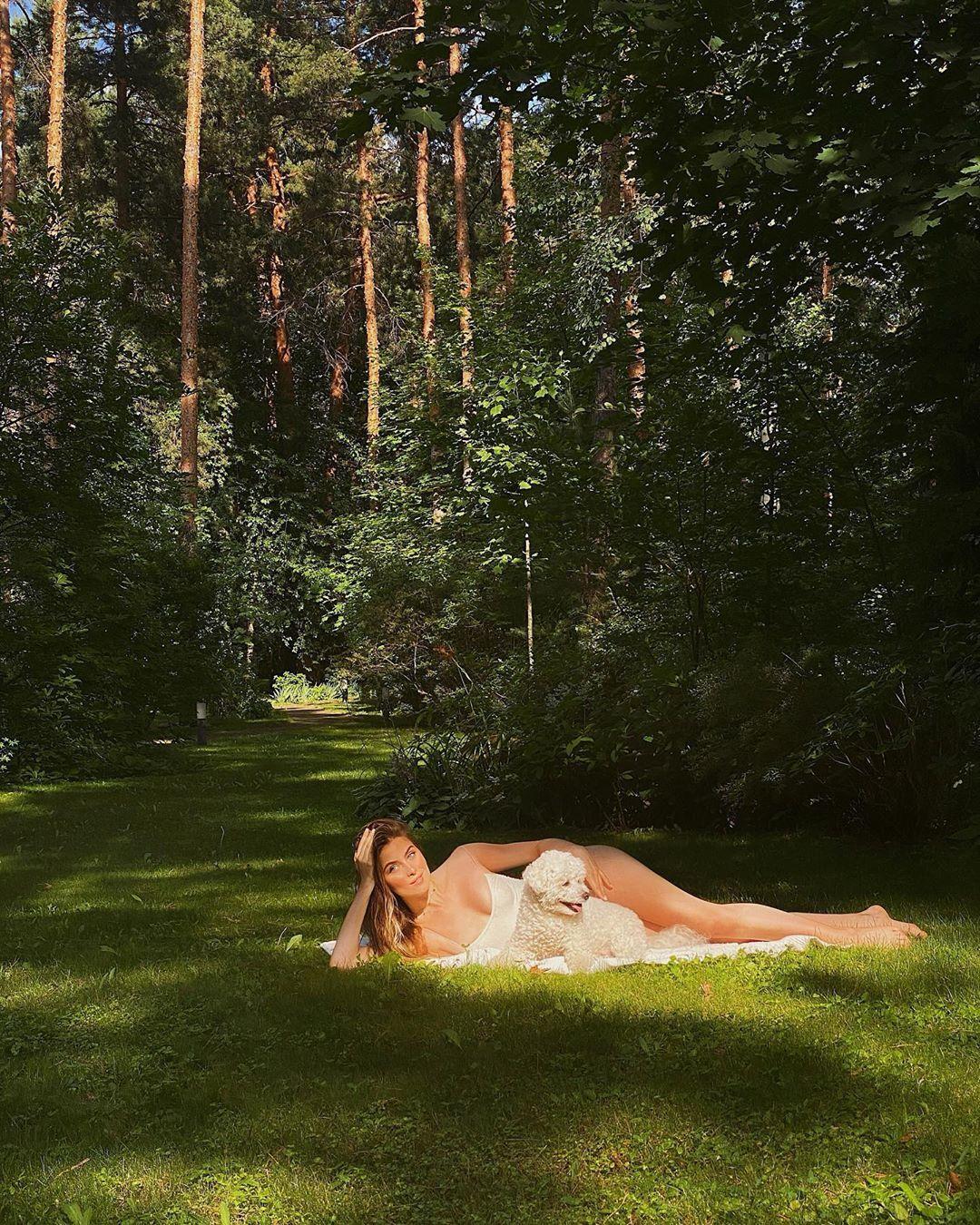 Соня Евдокименко в откровенном купальнике (Instagram Сони Евдокименко)