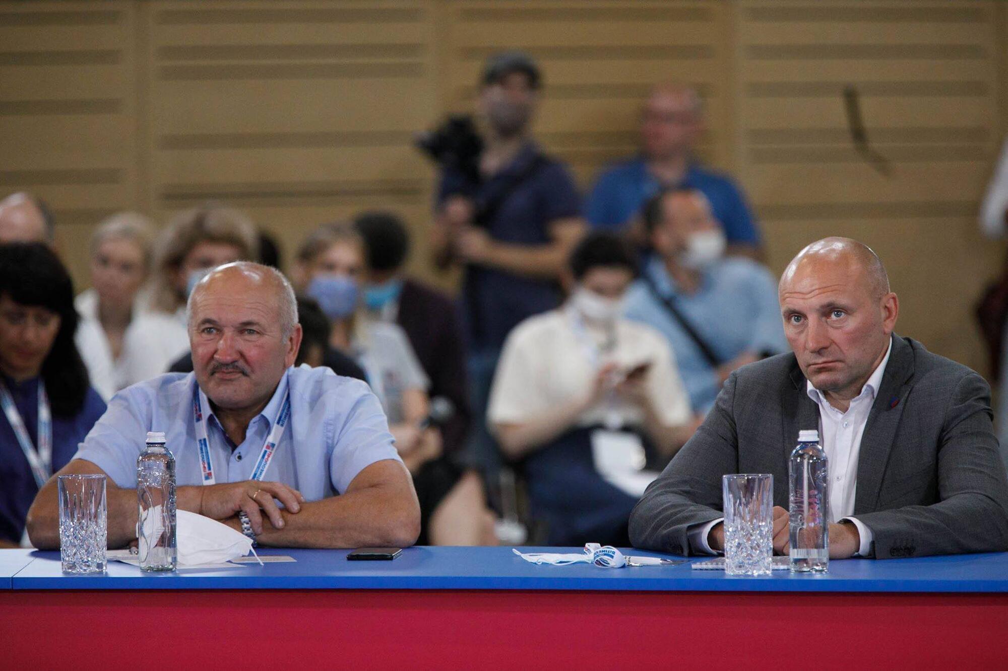 Анатолий Бондаренко (справа)