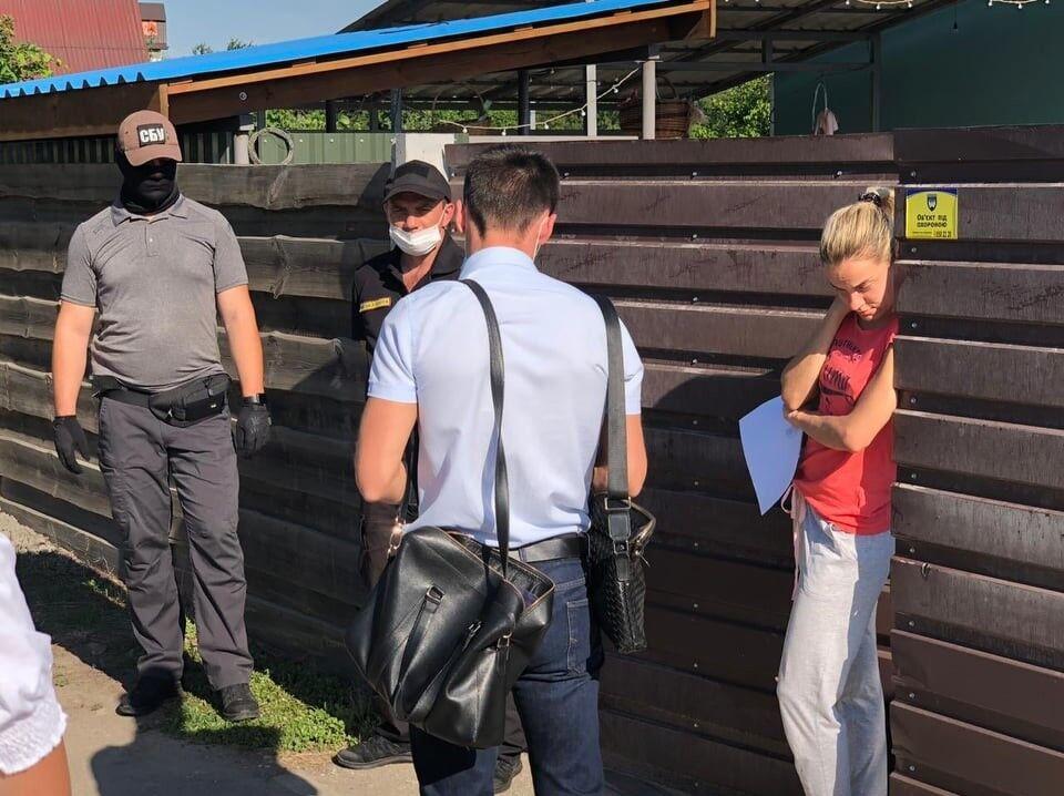 На Київщині прийшли з обшуками до керівництва міста