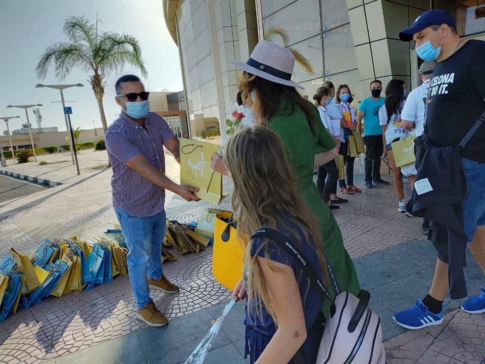 Украинцев в Египте встречали с подарками.