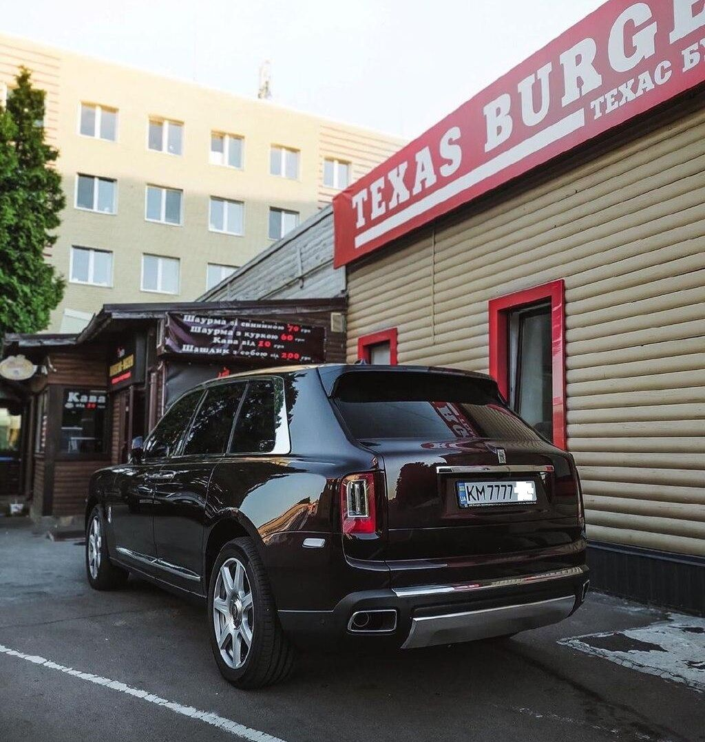 Rolls-Royce Cullinan, замеченный в Житомире;