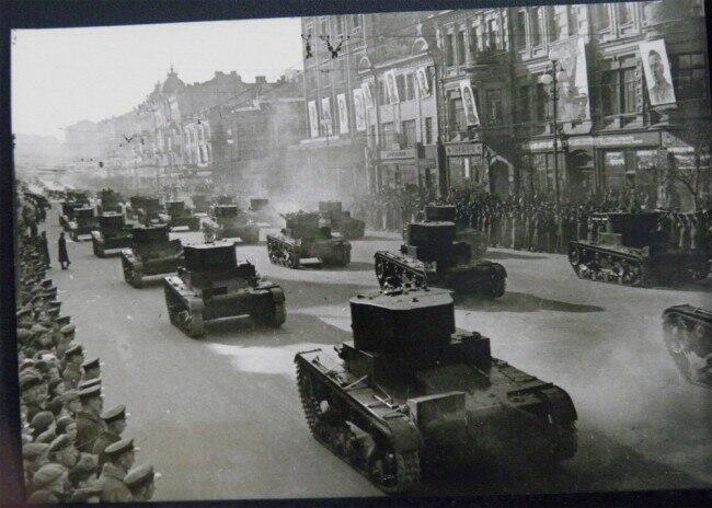 Еще одно раритетное фото танков в Киеве в 1938 году