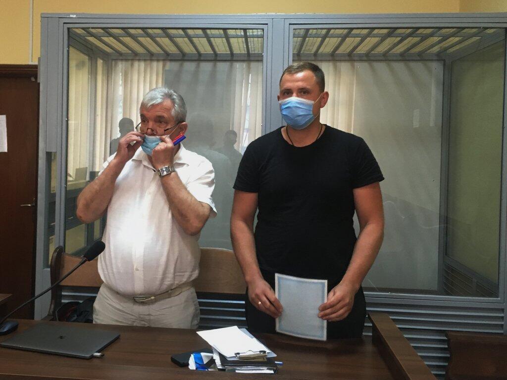 Евгения Трохименко (справа) отправили под круглосуточный домашний арест