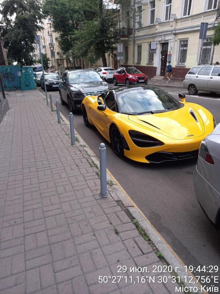 Автомобиль эвакуировали за неправильную парковку.