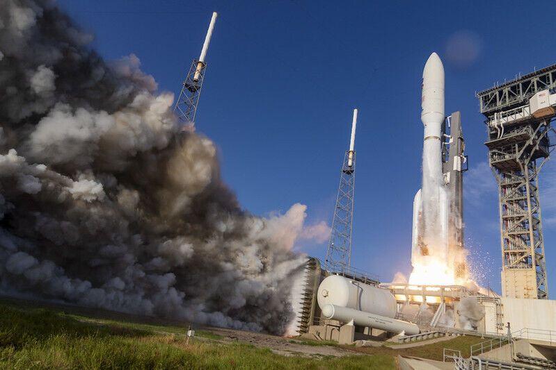 Запуск космической ракеты Atlas V