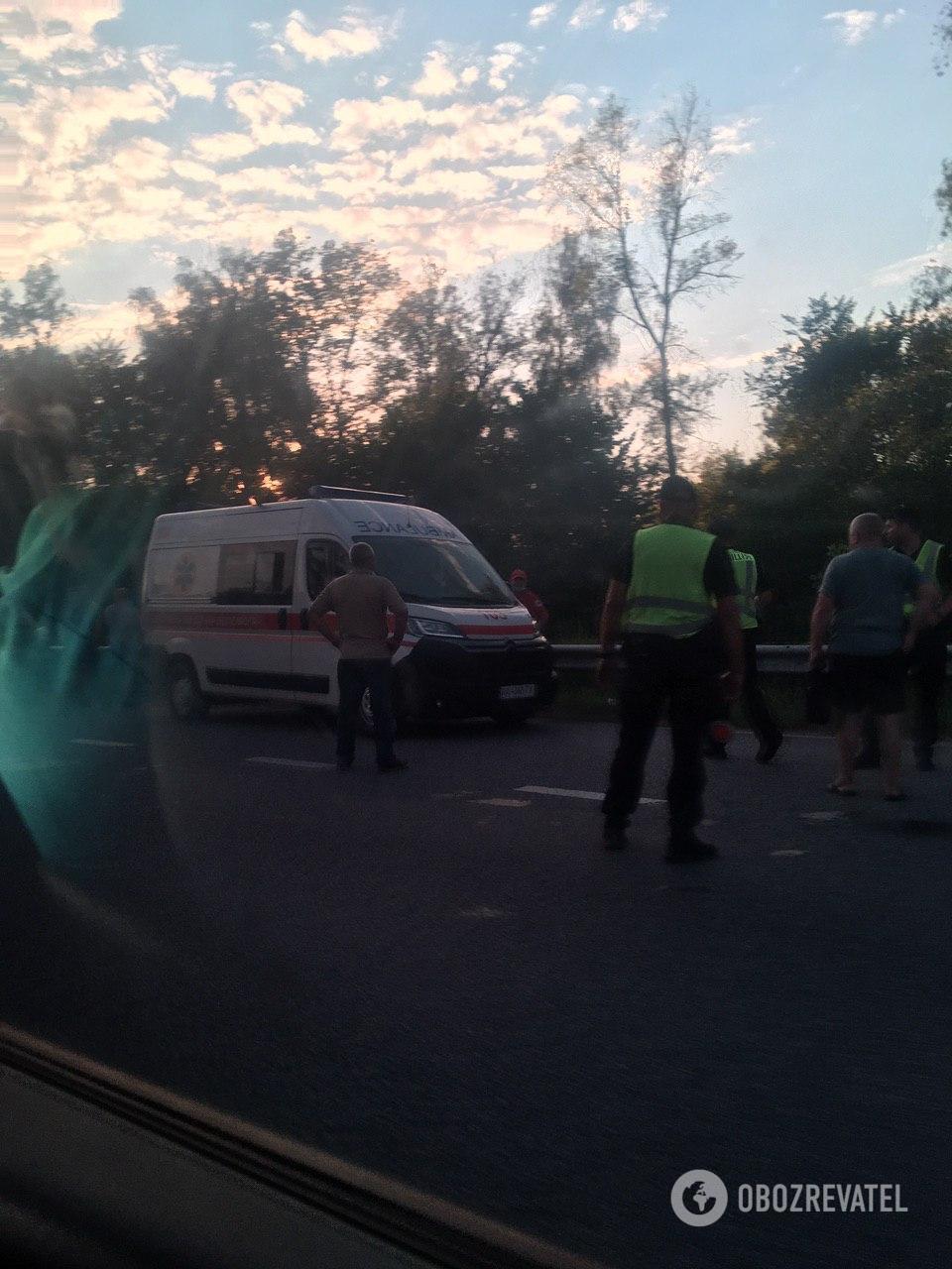 На місце прибули швидка і поліція