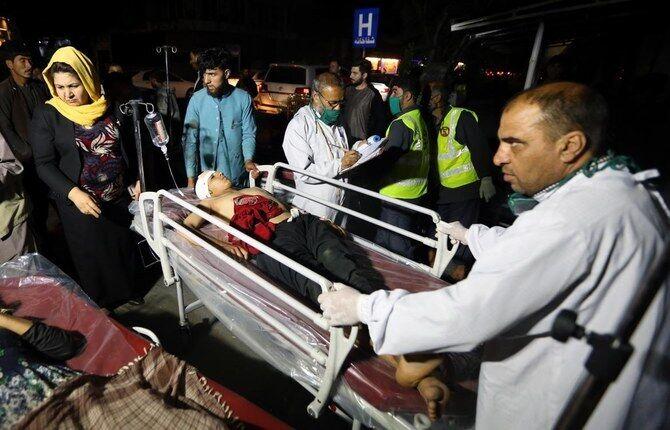 Пострадавшие при взрыве в Афганистане 30 июля.